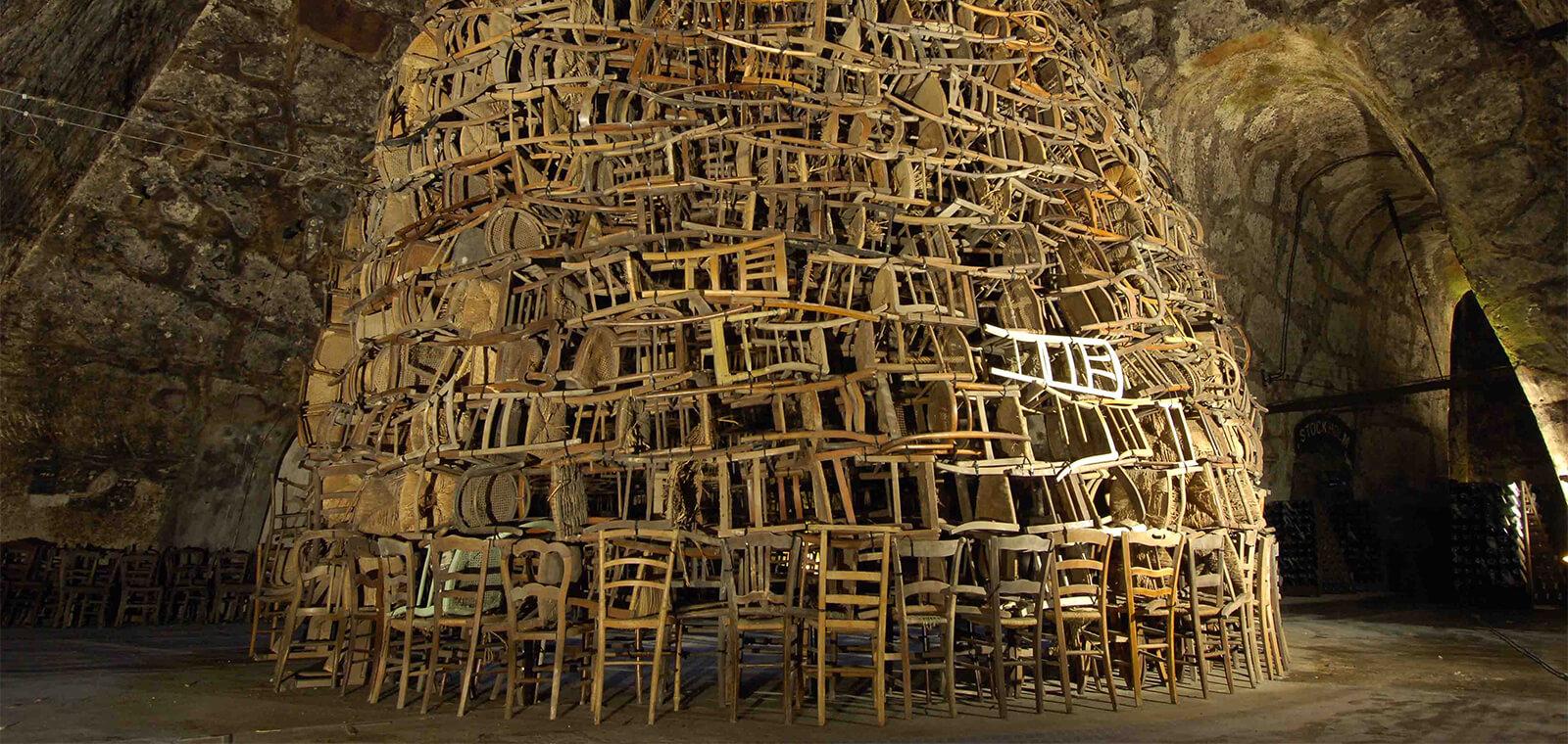 Tadashi Kawamata, Cathédrale des chaises, 2007